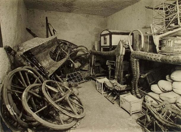 Room containing beds and other artifacts from Tutankhamun's tomb. (Harry Burton: Tutankhamun tomb photographs: a photographic record in 5 albums containing 490 original photographic prints ; representing the excavations of the tomb of Tutankhamun and its content)