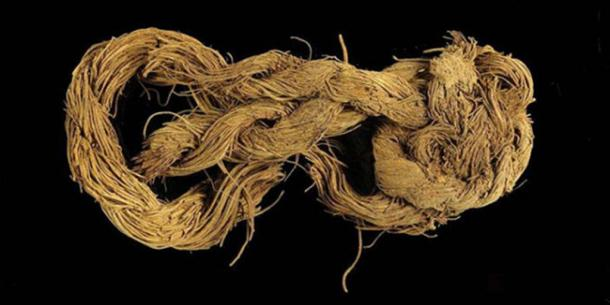 Rope made from the fibers of a date palm tree found at the Timna site.