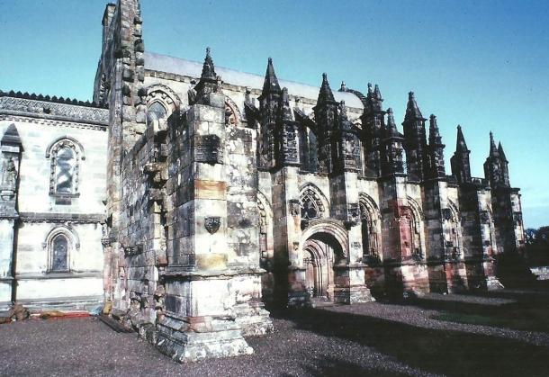 El exterior de la capilla de Rosslyn, Roslin, Escocia.