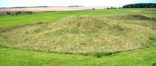 Round mound on Salisbury Plain. Image courtesy of Maria Wheatley