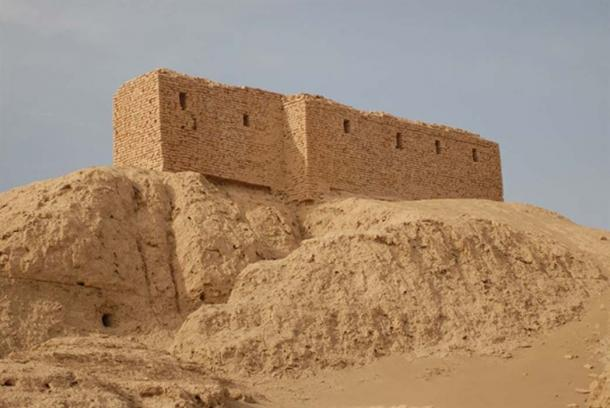 Ruins from a temple of the Sumerian civilization in Naffur, Iraq. Said to be the site for the meeting of Sumerian gods, as well as the place that man was created. (Walthall / Public Domain)