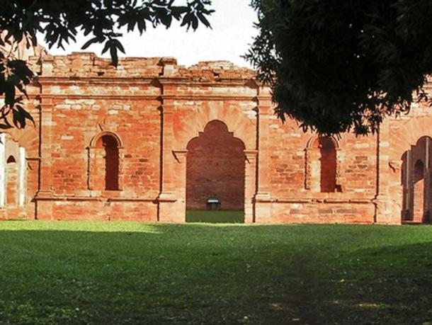 Ruins of Jesús de Tavarangue (Photo by Zeiger, S)