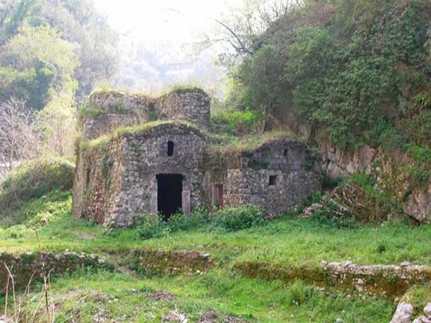 Ruins of a mill in the Valle dei Mulini.