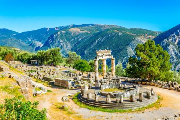 Ruins of temple of Athena Pronaia at Delphi, Greece (dudlajzov / Adobe Stock)