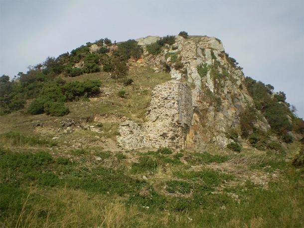 Ruins of Deganwy Castle in Wales. (Mattcymru2 / CC BY-SA 3.0)