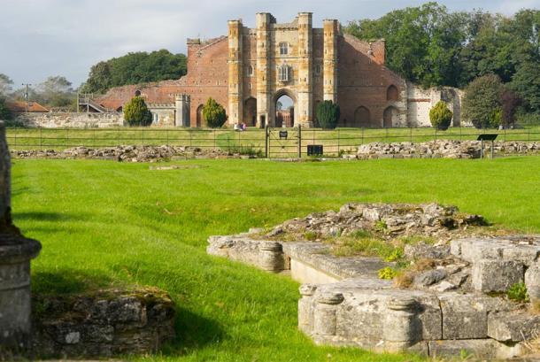 Ruins of Thornton Abbey were the Black Death mass grave was found. (J R Dawson / CC BY-NC-ND 2.0)