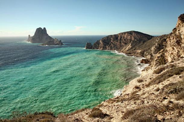 View from Sa Pedrera to Es Vedra. (CC BY-SA 3.0)