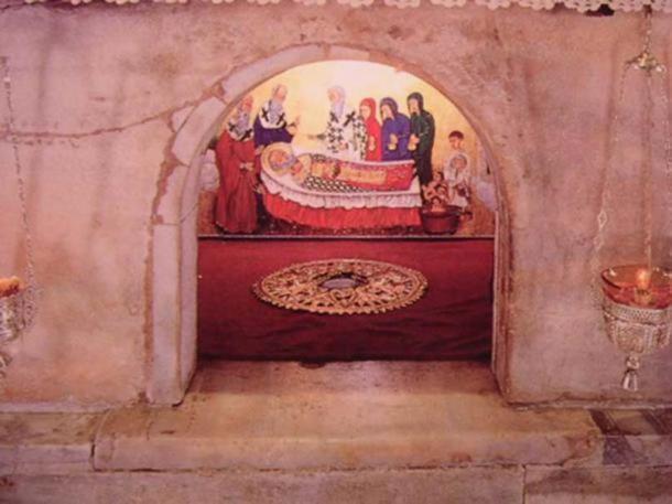 Saint Nicholas' tomb in Bari, Italy. (CC BY SA 3.0)