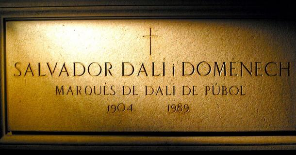 Salvador Dalí's crypt at the Dalí Theatre-Museum in Figueres displays his name and title. (Asmadeus~commonswiki / CC BY-SA 2.0)