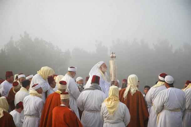 Samaritans on Mount Gerizim during Passover. (Ras67 / CC BY-SA 3.0)