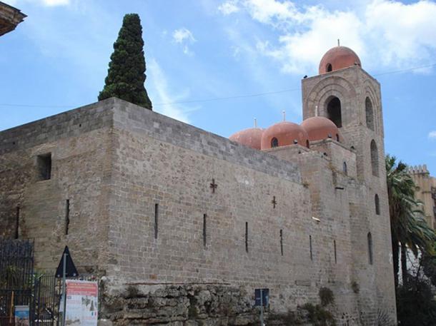 San Giovanni degli Eremiti, a Sicilian church showing elements of Byzantine, Arabic, and Norman architecture. (Sibeaster/CC BY SA 3.0)