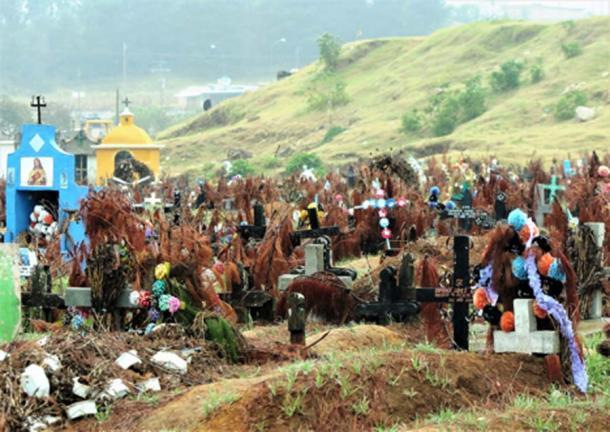 San Juan Chamula Cemetery. (©georgefery.com)