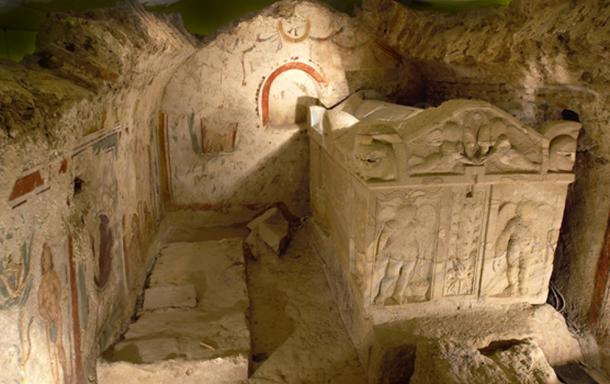 Sarcophagus and mural (Pecold /Fotolia)