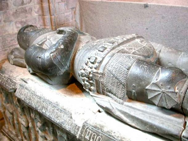 Sarcophagus-effigy of Alexander Stewart (1343 – 1405), Earl of Buchan, at Dunkeld Cathedral, where he was buried. (Public Domain)