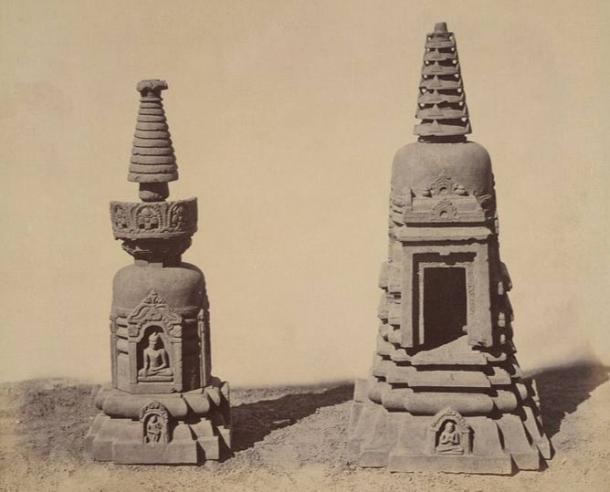 Stupas votivas chaitya Sarvatobhadra, simbólicamente representan el milagro del señor Buda