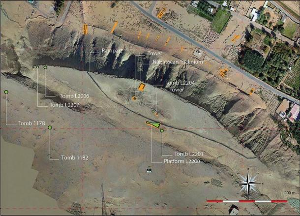 Satellite image showing location of archaeological structures found at Dûmat al-Jandal in northern Saudi Arabia. (©Mission archéologique de Dûmat al-Handal / Antiquity Publications Ltd)