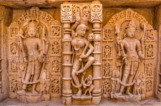 Sculptures of god and goddesses at Rani ki vav in Patan, Gujarat (sharadraval / Adobe Stock)