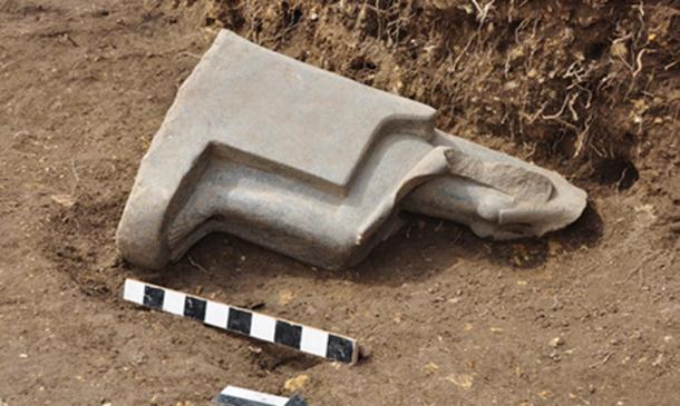 A statue of Sekhmet in situ.