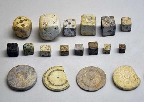 Selection of Roman era dice and jetons (tokens). ( CC0)