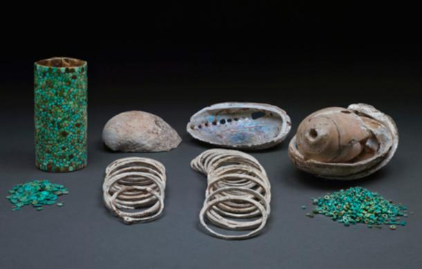 Selection of turquoise and shell artifacts found in Room 33 of Pueblo Bonito (Chaco Canyon, New Mexico, U.S.A.).