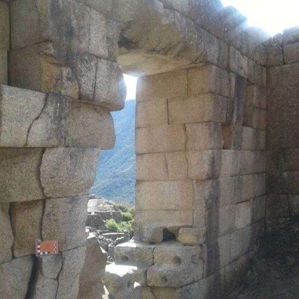 Separation of rocks in Machu Picchu due to an earthquake of at least magnitude 6.5, registered in approximately 1450 AD. (Andina)