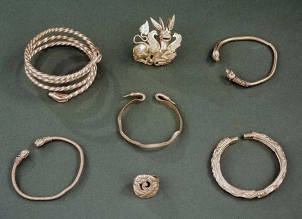 Several pieces of jewelry from the Oxus Treasure.
