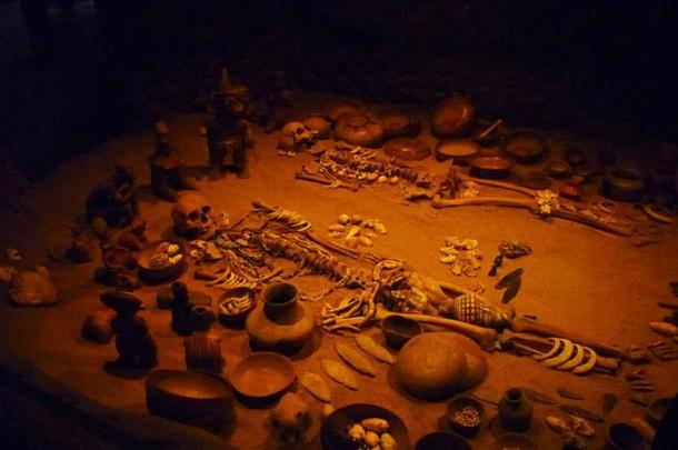 Reconstruction of a Shaft tomb exhibited at the Museo Nacional de Antropología e Historia, México