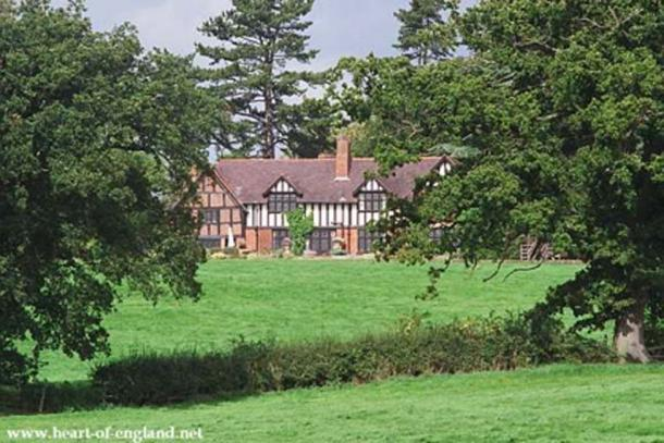 Shakespeare Hall, Rowington, near where the ring was located. Photo taken from the Heart of England Way, a recreational footpath through Warwickshire. (Image: Heart of England Blog)