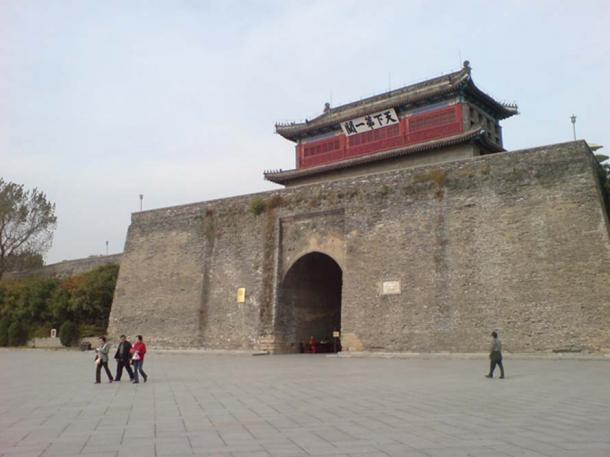 Shanhaiguan along the Great Wall, the gate where the Manchus were repeatedly repelled before being finally let through by Wu Sangui in 1644. (CC BY-SA 2.0)