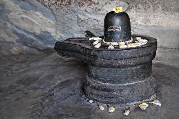 Shiva lingam. (saiko3p / Adobe)