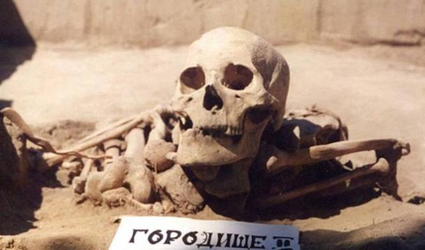 4,500-year-old skeleton of Siberian Bronze Age man, identified as having one of the oldest cases of cancer, discovered in 2014. Credit: Angela Lieverse/University of Saskatchewan