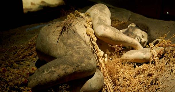 Sick Neanderthal's were cared for by the group.