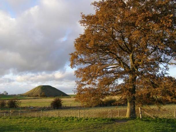 Silbury Hill as seen from Swallowhead Springs.