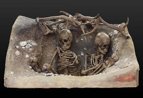 Similar epoch (6740 - 5680 BC) female skeletons found on Téviec island, Brittany, France.