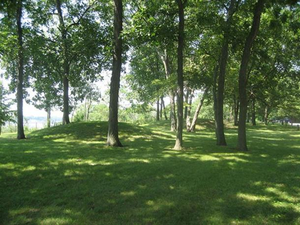 Sinnissippi Site, Sinnissippi Park, Sterling, Illinois. U.S. National Register of Historic Places. The site contains several Hopewellian Indian Mounds built between 500 BC and 500 AD. (IvoShandor/CC BY-SA 3.0)