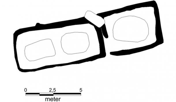 Sketch of the tomb layout. On the left, is a room with two graves belonging to a man and a woman. On the right, is an additional grave for a man that was added later
