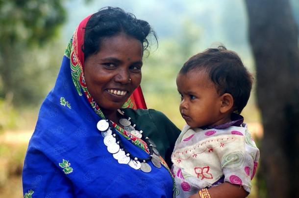 Smiling Adivasi women and child from Chhattisgarh, India. (Ekta Parishad / CC BY-SA)
