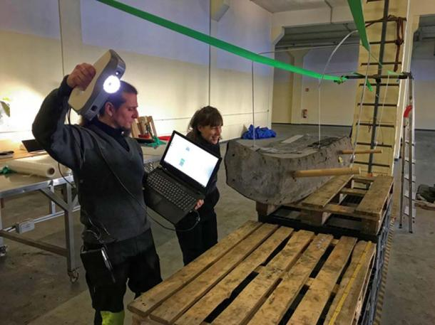 Some of the timbers of the Viking shipwreck were scanned on their sides, while others, because of too much bending were laid flat. (Landesamt für Kultur und Denkmalpflege Mecklenburg-Vorpommern)