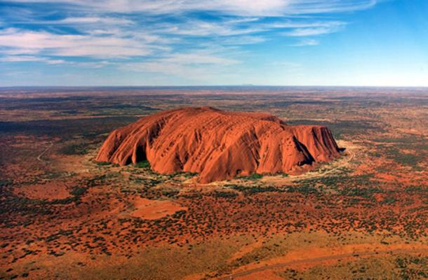 Some visitors to the sacred Uluru seem to have no respect for it or it's environment. (CC BY 2.0)