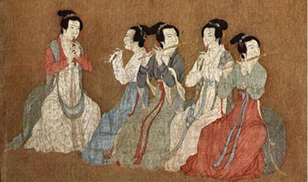 Detail, Song Dynasty (960–1279) version of the Night Revels of Han Xizai. The female musicians in the center of the image are playing transverse bamboo flutes and guan.