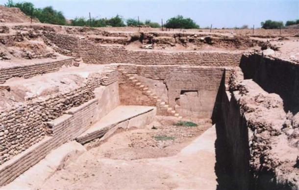 Sophisticated water reservoir, evidence for hydraulic sewage systems in the ancient Indus Valley Civilization.  (Rama's Arrow / CC-BY-SA 3.0)