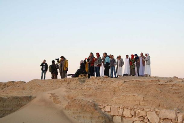 Spectators at the ruins site of Timasirayn temple.