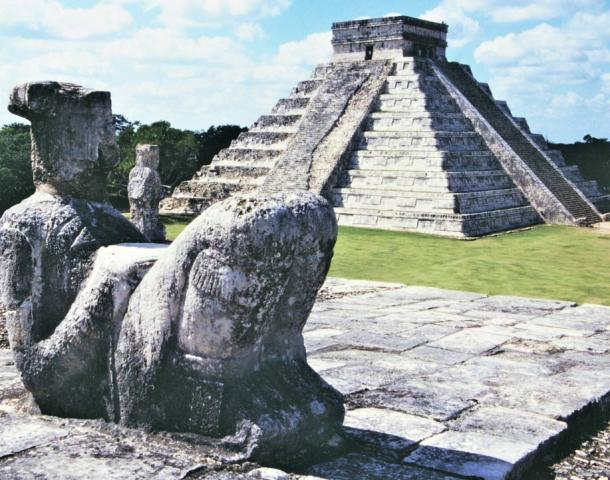 Statue 'looking back' at Chichén Itzá