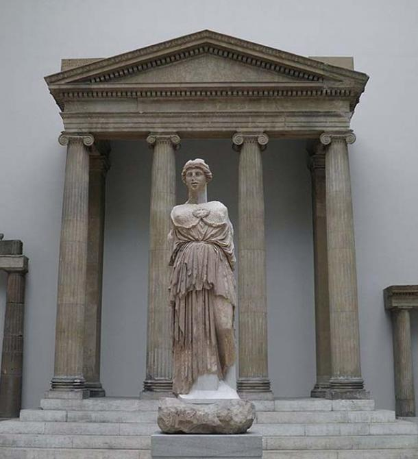 Statue of Athena Parthenos from the Library of Pergamum with the temple of Zeus Sosipolis from Magnesia on the Maeander in the background. Pergamon Museum, Berlin.