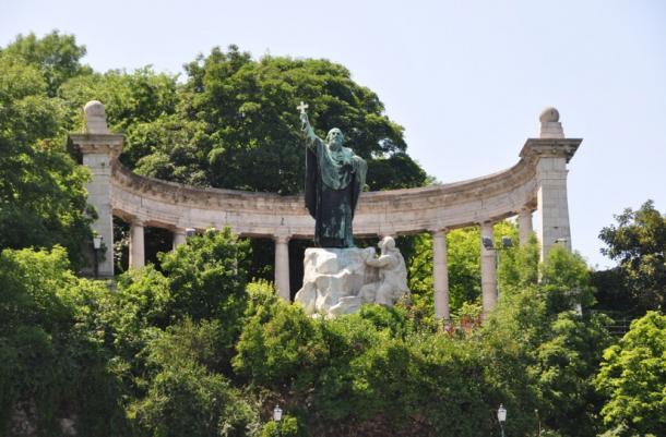 Statue of Bishop Gellért