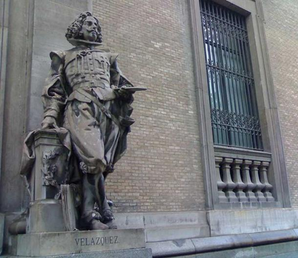 Statue of Diego Velázquez next to the entrance of the National Archaeological Museum of Spain in Madrid. It was sculpted in Italian white marble by Celestino García Alonso in 1892.