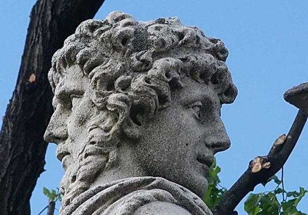 Statue of Janus. (Panoramio / CC BY-SA 3.0)