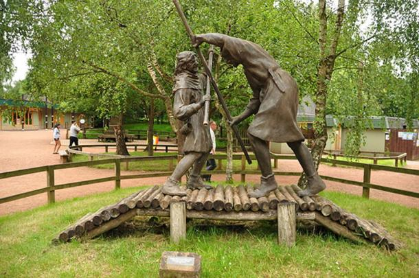Statue of Robin Hood and Little John in Sherwood Forest