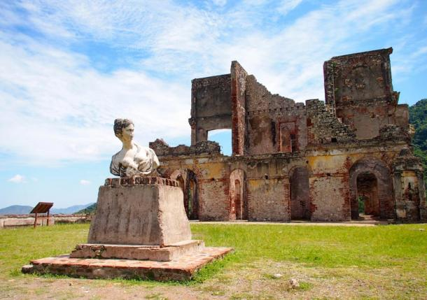 Statue and ruins of the Palace of Sans-Souci, Haiti