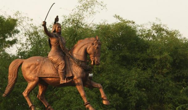Statue of Kittur Rani Chennamma. (Naveen Roy/CC BY NC ND 2.0)